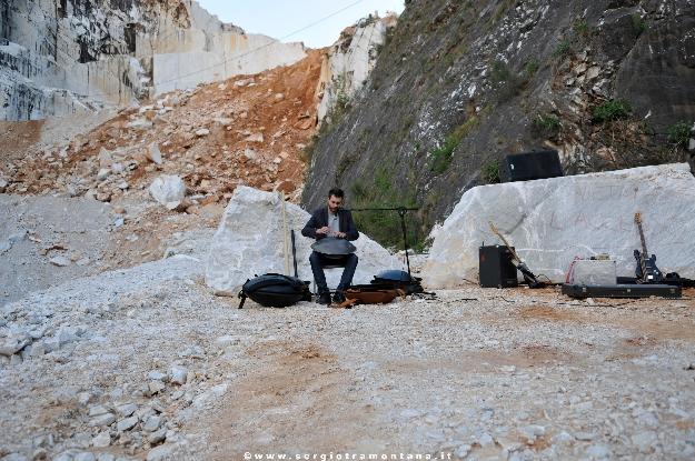 24 aprile 2013, serata della performance di Santiago Morilla, Cava Trugiano Colonnata, foto courtesy Sergio Tramontana.