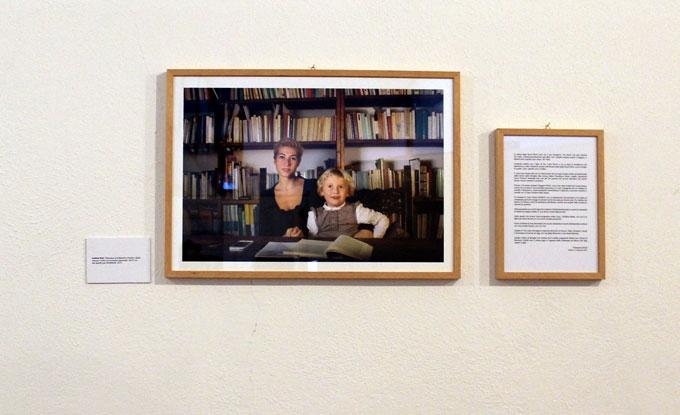 Andrew Rutt, Francesca and Berenice (madre e figlia) Stampa a colori con inchiostri pigmentati, 55x37 cm Site specific per DATABASE, 2012