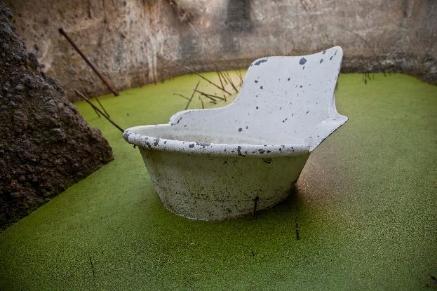 Robert Pettena riduna II installazione catino di alluminio in una cisterna 2013 courtesy l'artista