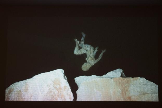 Santiago Morilla, Carrara Marble Falls, DVD Video, 3'20'', performance site-specific realizzata alle cave di marmo di Colonnata,  montaggio di Santiago Morilla, Madrid, 2013. Courtesy Stefano Lanzardo